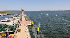 Promenade und Marina, Bootsliegeplätze in Plau am See - Leuchtturm / Aussichtsturm.