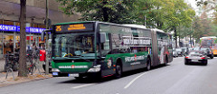 Bus im Mühlenkamp - Hamburg Winterhude; gegen Widerstand von Anwohnern soll der Mühlenkamp im Rahmen des Hamburger Busbeschleunigungsprogramm umgebaut werden.