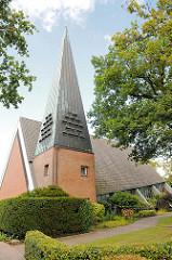 Kreuzkirche in Henstedt Ulzburg - erbaut 1964; Architektur der 1960er Jahre.