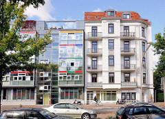 Mehrstöckige Wohnhäuser in Hamburg Eppendorf - Neubau mit Glasfassade, historische Gründerzeitarchitektur / Baustil Historismus; Breitenfelder Strasse HH-Eppendorf - Alt + Neu.