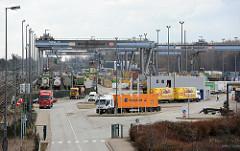 DB Umschlagbahnhof Billwerder Containertransport mit Bahn und LKW.
