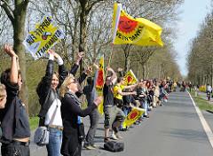 Menschenkette vor dem AKW Brunsbüttel