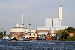 Kraftwerk Tiefstack - Schornsteine + Hausboote.