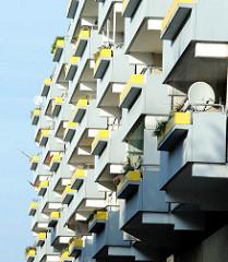 Balkons eines Wohngebäudes in Hamburg Jenfeld.