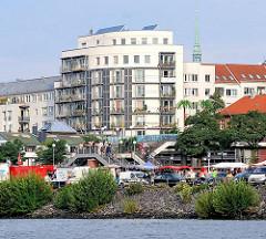 ARchitektur am Hafenrand - Fischmarkt am Elbufer - Fotos aus Hamburg Altona Altstadt.