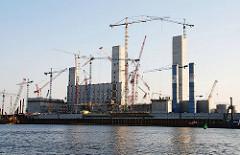 Entstehung des Kohlekraftwerk / Baustelle mit Baukränen (04-2009)