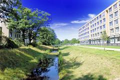 Gelände mit Wassergraben - Krankenhaus Barmbek Nord.