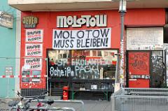 Geschlossener Club Molotow - Areal Esso Häuser am Spielbudenplatz / Reeperbahn Hamburg St. Pauli - Transparent Molotow muss bleiben!