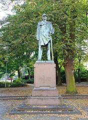 Bismarck Statue, Bronzefigur an der Altonaer Königstrasse an der Grünanlage.