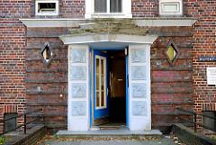 Expressionistischer Hauseingang - Klinkergebäude in Hamburg Hamm; Fotos aus den Hamburger Stadtteilen.
