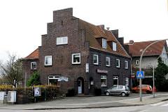 Klinkerhaus am Moorburger Elbdeich -Restaurant Wasserturm.