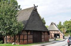 Mit Reet gedeckte Fachwerkhäuser Stadtteil Neugraben Fischbek / Francoper Strasse.