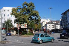 Bilder aus dem Hamburger Stadtteil Eppendorf - Friedenseiche Autos Eppendorfer Marktplatz.