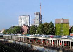 Baustelle Berlin Tor - Bau der Hochhäuser in Hamburg St. Georg (2002); lks. das ehem. Hamburger Polizeihochhaus.