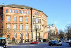 Gebäude des ehem. Wilhelm Gymnasiums, erbaut 1885 - jetzt Sitz der Staatsbibliothek.