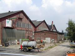 Alte Werftgebäude auf Finkenwerder - Industriearchitektur, Ziegelbauten - Backsteingebäude