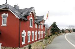 Wohnhäuser im Hamburger Stadtteil Neuland - Neulaender Elbdeich.
