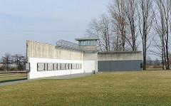 Reste Justizvollzugsanstalt / Mauerreste auf dem Gelände des ehem. KZ Neuengamme.