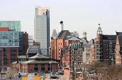 Architektur Fischmarkt + Grosse Elbstrasse; historische Altbauten, moderne Neubauten - umgebaute Speicher und Hochhaus.