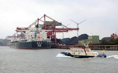 Schiff des Hamburger Hafenkapitän / Harbour Master auf dem Köhlbrand Höhe Hansaport - der chinesische Schüttgutfrachter SHI DAI 21 löscht seine Ladung. Fotos aus Hamburg Altenwerder.