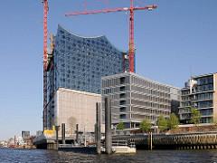 Schiffsanleger an der Elbphilharmonie - Baustelle des Hamburger Konzerthauses an der Elbe (2011)