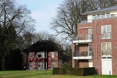 Historische und moderne Architektur an der Elbchaussee in Hamburg Othmarschen.