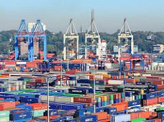 Bunte Container im Containerlager Burchardkai - Containerbrücken am Athabaskakai - Bilder aus dem Hamburger Hafen.