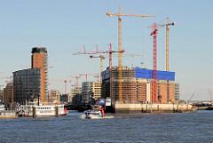 Baustelle der Elbphilharmonie und Einfahrt zum Sandtorhafen - Bürogebäude am Kehrwieder (2009)