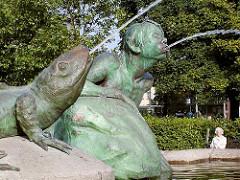 Stuhlmannbrunnen, wasserspeiende Bronzefiguren Platz der Republik Hamburg Altona.