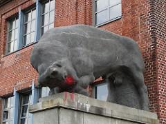 Skulptur Stier an der ehem. Rinderschlachthalle / Schlachthof Sternschanze.
