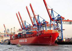 Das Containerschiff RIO NEGRO der Reederei Hamburg Süd am Kai des HHLA Terminals Burchardkai.