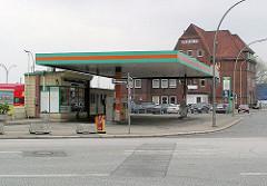 Kraftwagenhalle am Messberg - Tankstelle an der ehem. Freihafengrenze.