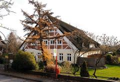 Reetgedecktes Bauernhaus - Fachwerkhaus zum Mehrfamilienhaus umgebaut - Moorburger Elbdeich / Wohnen in Hamburs Vororten.