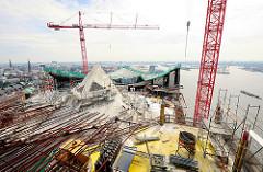 Baustelle der Elbphilharmonie - Blick auf das Dach vom zukünftigen Hamburger Konzerthaus.