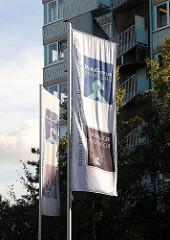 Flaggen des Mode Centrum Hamburg Schnelsen.