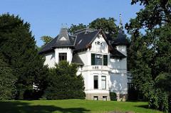 Villa im Grünen - Hamburgs feine Adressen an der Elbchaussee.