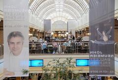Galerie im Alstertaler Einkaufszentrum AEZ -  Ankündigung von John Neumeier, Ballett Erlebnis.