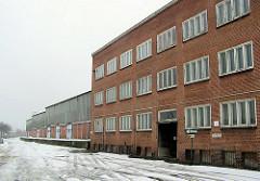 Verwaltungsgebäude und Lagerschuppen mit Lagerrampe am Versmannkai / Versmannstrasse (2006)