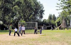 Spielplatz im Entenwerder Elbpark - Naherholung in Hamburg Rothenburgsort.