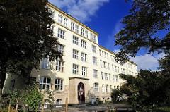 Altes Schulgebäude in Hamburg Eilbek - nach dem Weltkrieg neu aufgebaut.
