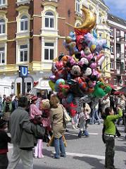 Fotos aus dem Bezirk Hamburg-Nord, Stadtteil Eppendorf - Eppendorfer Strassenfest - Luftballonverkauf.
