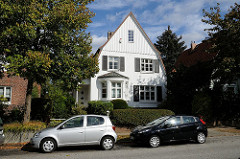 Wohnhäuser in den Hamburger Vororten - Stadtteil Fuhlsbüttel - Villa im Lupinenkamp.