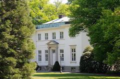 Hamburger Architektur - Bilder aus Blankenese - Landhaus Godeffroy an der Elbchaussee. Erbaut 1890-92, Architekt Frederick Hansen.