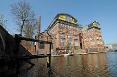 Historische Hamburger Industrierchitektur - Restaurierte Gebäude am Hammerbrooker Suedkanal.
