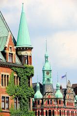 Kupfergiebel in der Hamburger Speicherstadt - Stadtteil Hafencity; historische Gebäude, Lagergebäude; Verwaltung, Sitz der HHLA.