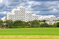 Hochhäuser der Grosssiedlung OSDROFER BORN - Hochhaus mit 21 Stockwerken, im Volksmund Affenfelsen genannt. Hamburgfotos aus dem Stadtteil Osdorf.