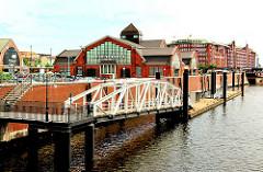 Oberhafen an den Deichtorhallen - Anleger an der Kaimauer - Haus der Photographie Hansestadt Hamburg.