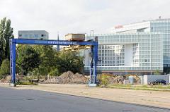 Containerbrücke / Containerterminal Lohseplatz - Verwaltungsgebäude des Spiegelverlags - Fotos aus dem Hamburger Stadtteil Hafencity.
