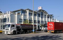 Lastwagenverkehr Moorfleeter Straße.