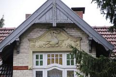 Jugendstildekor - Hausfassade Giebel Merkenstrasse